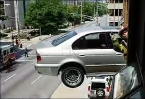 mobil-parkir-sembrono